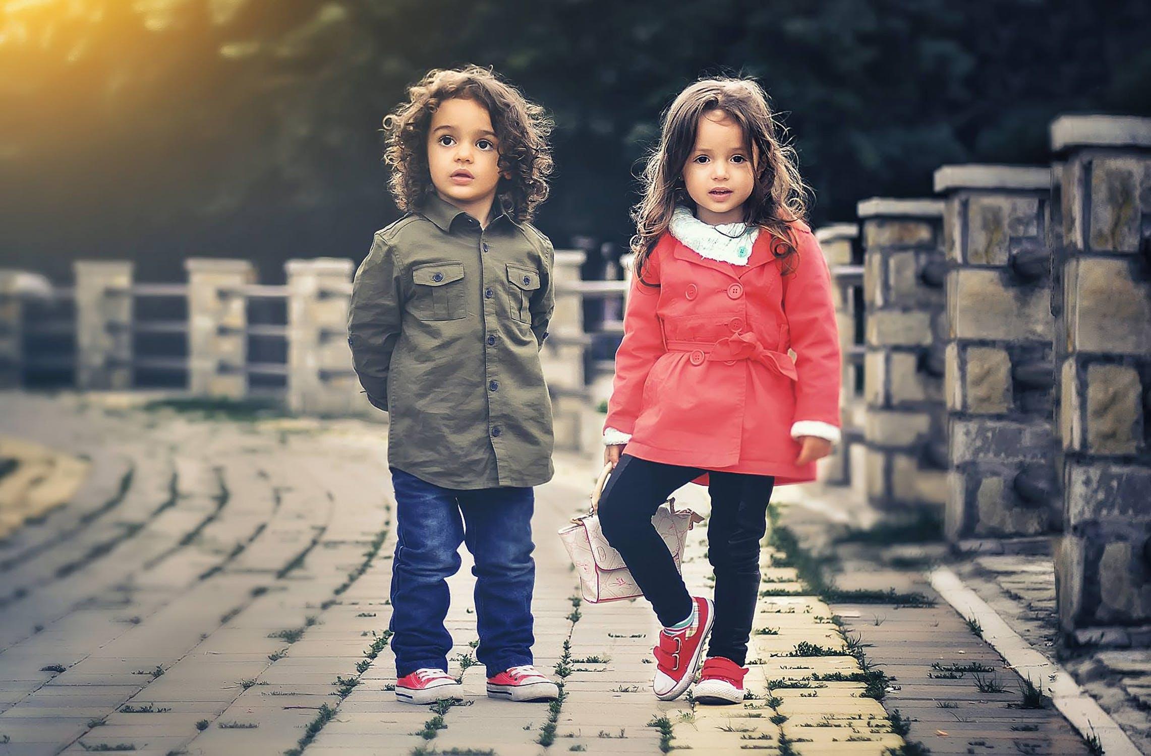en dreng og en pige