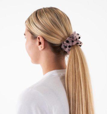 Hårbånd i lyst hår