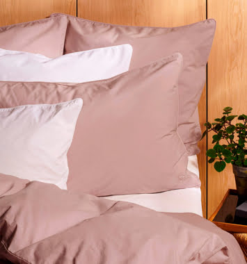 lyserodt bomulds sengetoej