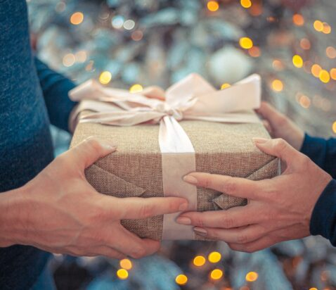 indpakket gave