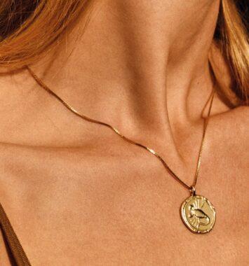 guld halskaede med stjernetegn